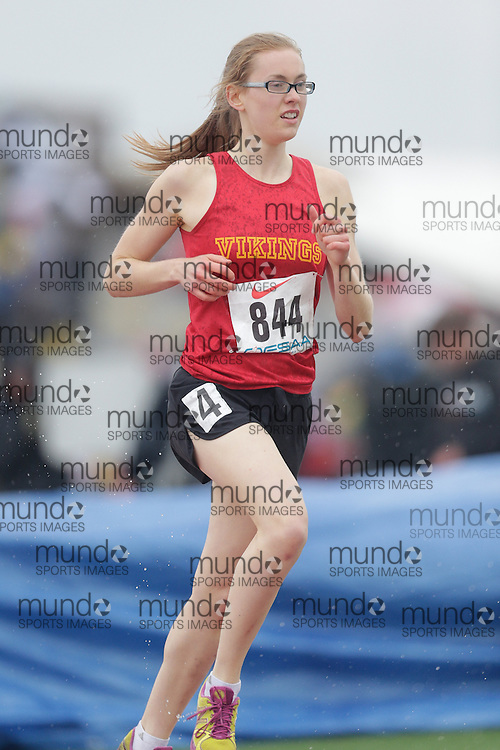 Sarah Freisen of Hammarskjold HS - Thunder Bay competes at the 2013 OFSAA Track and Field Championship in Oshawa Ontario, Thursday,  June 6, 2013.<br /> Mundo Sport Images/ Geoff Robins