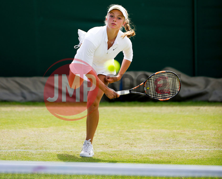 Katie Swan (GBR) in action against Emilie Francati (DEN) - Photo mandatory by-line: Joe Meredith/JMP - Mobile: 07966 386802 - 28/06/2015 - SPORT - Tennis - London - Bank of England Sports Ground - Nike Junior International