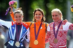 29-07-2012 WIELRENNEN: OLYMPISCHE SPELEN 2012 WEGWEDSTRJD VROUWEN: LONDEN<br /> Marianne Vos pak op meer dan indrukwekkende wijze de olympische titel in de wegwedstrijd. GOUD!<br /> ©2012-FotoHoogendoorn.nl