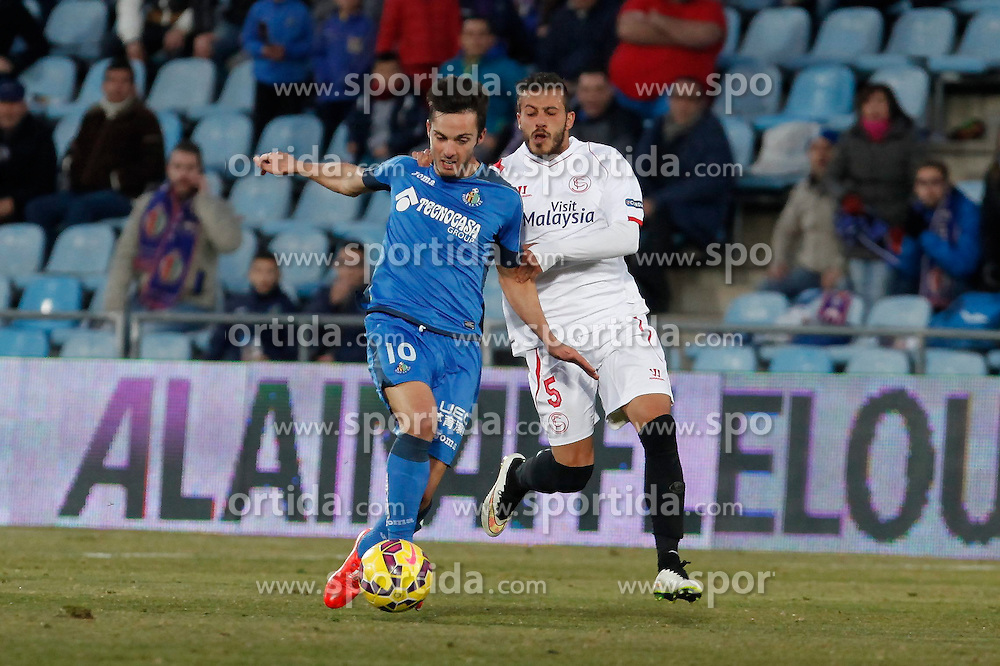 08.02.2015, Coliseum Alfonso Perez, Madrid, ESP, Primera Division, FC Getafe vs FC Sevilla, 22. Runde, im Bild Getafe&acute;s Sarabia (L) and Sevilla&acute;s Diogo // uring the Spanish Primera Division 22nd round match between Getafe FC and Sevilla FC at the Coliseum Alfonso Perez in Madrid, Spain on 2015/02/08. EXPA Pictures &copy; 2015, PhotoCredit: EXPA/ Alterphotos/ Victor Blanco<br /> <br /> *****ATTENTION - OUT of ESP, SUI*****