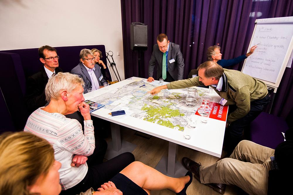 Nederland, Bussum, 7 nov 2014<br /> MRA tafel<br /> Foto: (c) Michiel Wijnbergh