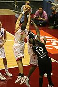 DESCRIZIONE : Milano Lega A1 2006-07 Armani Jeans Milano VidiVici Virtus Bologna<br /> GIOCATORE : Green<br /> SQUADRA : Armani Jeans Milano<br /> EVENTO : Campionato Lega A1 2006-2007 <br /> GARA : Armani Jeans Milano VidiVici Virtus Bologna<br /> DATA : 07/04/2007 <br /> CATEGORIA : Tecnica Rimbalzo<br /> SPORT : Pallacanestro <br /> AUTORE : Agenzia Ciamillo-Castoria/G.Ciamillo