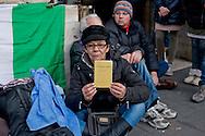 Roma 7 Gennaio 2014<br /> Attivisti, dell'associazione Catena Umana, hanno tentato di montare delle tende sul marciapiede di via del Corso, davanti a Palazzo Chigi , sede del Governo, per protestare contro &laquo;la casta politica&raquo;. Il tentativo &egrave; stato bloccato dalle forze dell'ordine che hanno sequestrato due tende, e fermato  per controlli gli attivisti. Manifestante con la Costituzione Italiana<br /> Rome January 7, 2014<br /> Activists of the Human Chain Association, have attempted to assemble the tents on the sidewalk of Via del Corso, in front of Palazzo Chigi, seat of government, to protest against &quot;political class.&quot; The attempt has been blocked by the police who seized two tents, and stopped for checks  activists. Protestor with the Italian Constitution