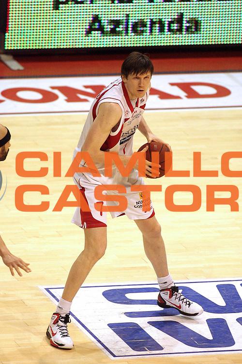 DESCRIZIONE : Pistoia Lega A2 2010-11 Tuscany Pistoia Trenkwalder Reggio Emilia<br /> GIOCATORE : Fucka Gregor<br /> SQUADRA : Tuscany Pistoia<br /> EVENTO : Campionato Lega A2 2010-2011<br /> GARA : Tuscany Pistoia Trenkwalder Reggio Emilia<br /> DATA : 20/02/2011<br /> CATEGORIA : Palleggio<br /> SPORT : Pallacanestro<br /> AUTORE : Agenzia Ciamillo-Castoria/Stefano D'Errico<br /> Galleria : Lega Basket A2 2010-2011 <br /> Fotonotizia : Pistoia Lega A2 2010-2011 Tuscany Pistoia Trenkwalder Reggio Emilia<br /> Predefinita :