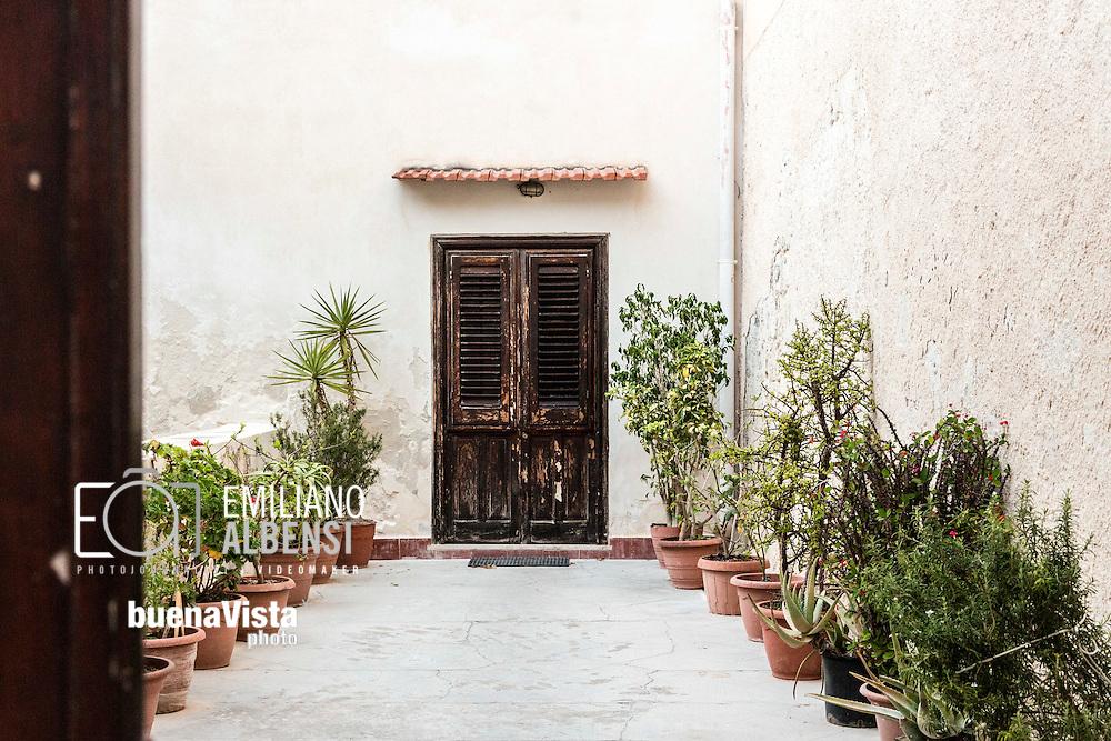 Favignana, Sicilia, Italia, 2016<br /> Abitazioni nel centro storico di Favignana, Isole Egadi.<br /> <br /> Favignana, Sicily, Italy, 2016<br /> Houses in the historical city center of Favignana, Aegadian Islands.