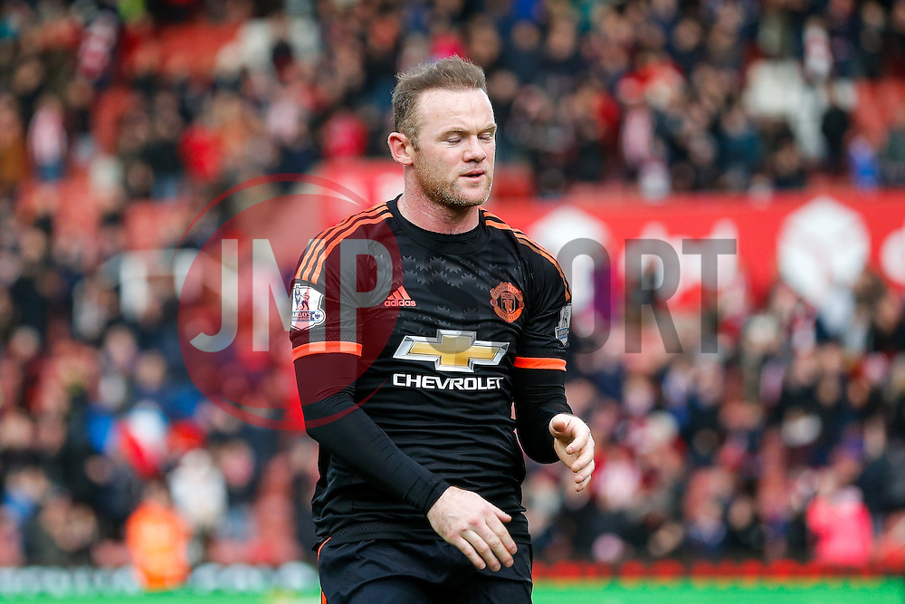 Wayne Rooney of Manchester United looks dejected after Manchester United lose the game 0-2 - Mandatory byline: Rogan Thomson/JMP - 26/12/2015 - FOOTBALL - Britannia Stadium - Stoke, England - Stoke City v Manchester United - Barclays Premier League - Boxing Day Fixture.