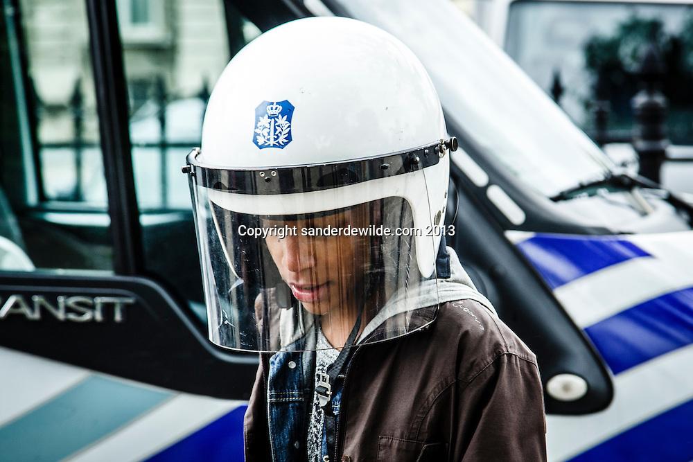 In het kader van de politie rekruteert, jobpol.be had de politie een parcour uitgezet waar kinderen van verschillende Brusselse scholen kennis konden maken met de verschillende onderdelen. Aan het einde werd er een groepsfoto in politie tenue gemaakt. Warandepark, Brussel