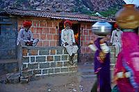 Inde, Rajasthan, village de Meda dans les environs de Jodhpur, population Rabari, groupe de villageois // India, Rajasthan, Meda village around Jodhpur, Rabari ethnic group, village peoples