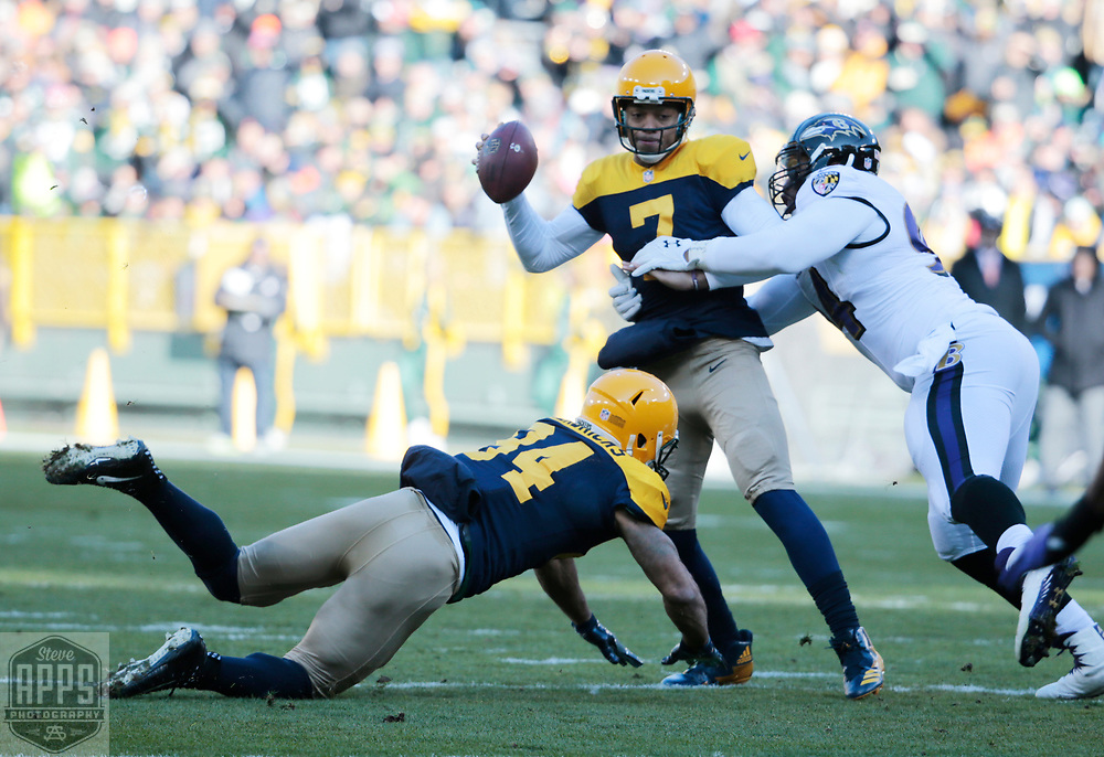 Green Bay Packers quarterback Brett Hundley (7) is pressured by Baltimore Ravens defensive end Carl Davis (94) in the 4th quarter. Hundley threw the ball away. <br /> The Green Bay Packers hosted the Baltimore Ravens at Lambeau Field Sunday, Nov. 19, 2017. STEVE APPS FOR THE STATE JOURNAL.