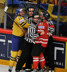 01.05.2013, Globe Arena, Stockholm, SWE, IIHF, Eishockey WM, Vorberichte, im Bild Sverige Sweden 20 Joel Lundqvist Canada Kanada 91 Steven Stamkos slagsmål fight // during the IIHF Icehockey World Championship Game between Canada and Sweden at the Ericsson Globe, Stockholm, Sweden on 2013/05/16. EXPA Pictures © 2013, PhotoCredit: EXPA/ PicAgency Skycam/ Simone Syversson..***** ATTENTION - OUT OF SWE *****