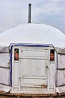 Mongolie, Province du Khentii, enfants nomades dans leur yourte // Mongolia, Khentii province, nomadic children in their yurt