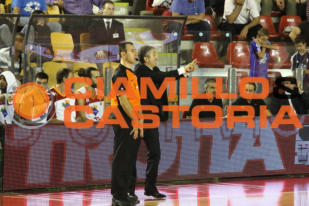 DESCRIZIONE : Roma Lega A 2012-13 Virtus Roma Trenkwalder Reggio Emilia<br /> GIOCATORE : Calvani Marco<br /> CATEGORIA : mani curiosita<br /> SQUADRA : Virtus Roma<br /> EVENTO : Campionato Lega A 2012-2013 <br /> GARA : Virtus Roma Trenkwalder Reggio Emilia<br /> DATA : 14/10/2012<br /> SPORT : Pallacanestro <br /> AUTORE : Agenzia Ciamillo-Castoria/M.Simoni<br /> Galleria : Lega Basket A 2012-2013  <br /> Fotonotizia : Roma Lega A 2012-13 Virtus Roma Trenkwalder Reggio Emilia<br /> Predefinita :