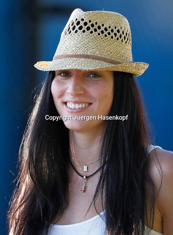 Australian Open 2011, Melbourne Park,ITF Grand Slam Tennis Tournament . Juergen Melzer Freundin Mirna Jukic freut sich ueber den Sieg