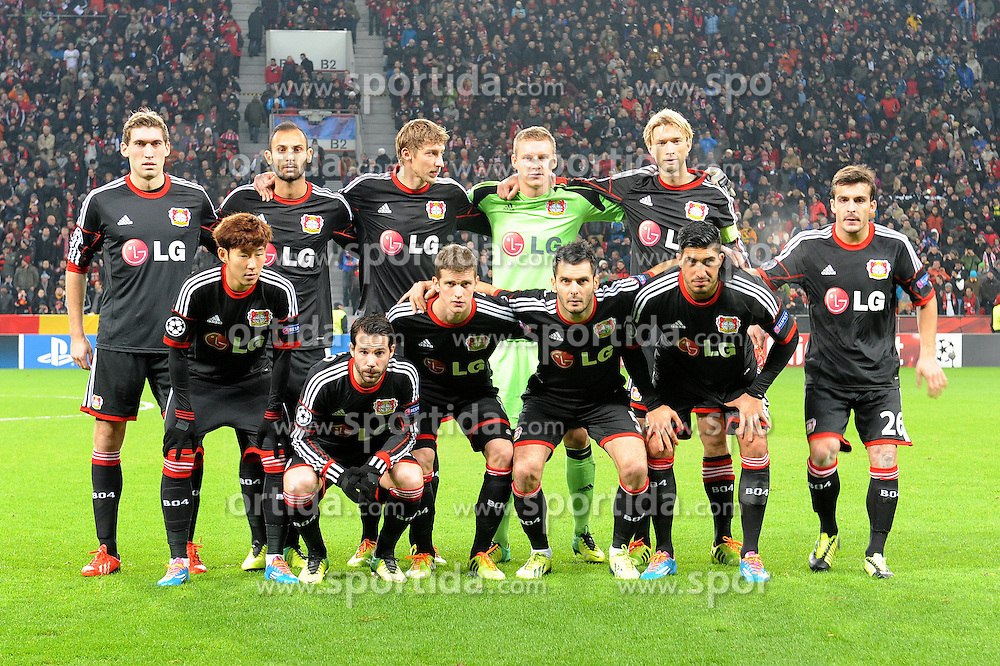 27.11.2013, BayArena, Leverkusen, GER, UEFA CL, Bayer Leverkusen vs Manchester United, Gruppe A, im Bild Teamfoto Bayer 04 Leverkusen vor dem Championsleague Spiel gegen Manchester United, Hintere Reihe v l n r Stefan Reinartz, Oemer Toprak, Stefan Kiessling, Bernd Leno, Simon Rolfes, Vordere Reihe v l  n  r Heung Min Son, Gonzalo Castro, Lars Bender, Emir Spahic, Emre Can, Giulio Donati  // during UEFA Champions League group A match between Bayer Leverkusen vs Manchester United at the BayArena in Leverkusen, Germany on 2013/11/28. EXPA Pictures &copy; 2013, PhotoCredit: EXPA/ Eibner-Pressefoto/ Thienel<br /> <br /> *****ATTENTION - OUT of GER*****