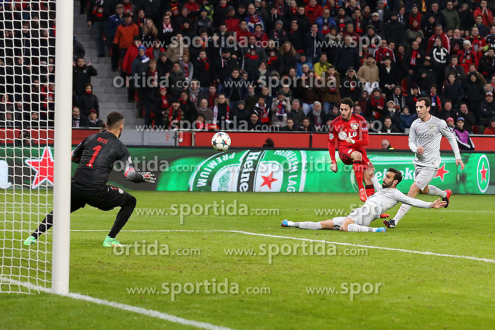 25.02.2015, BayArena, Leverkusen, GER, UEFA CL, Bayer 04 Leverkusen vs Atletico Madrid, Achtelfinale, Hinspiel, im Bild Hakan Calhanoglu (Bayer 04 Leverkusen #10) mit dem Fuehrungs Tor zum 1:0 Torwart Miguel Angel Moya (Atletico Madrid #1) // during the UEFA Champions League Round of 16, 1st Leg match between between Bayer 04 Leverkusen and Club Atletico de Madrid at the BayArena in Leverkusen, Germany on 2015/02/25. EXPA Pictures &copy; 2015, PhotoCredit: EXPA/ Eibner-Pressefoto/ Schueler<br /> <br /> *****ATTENTION - OUT of GER*****