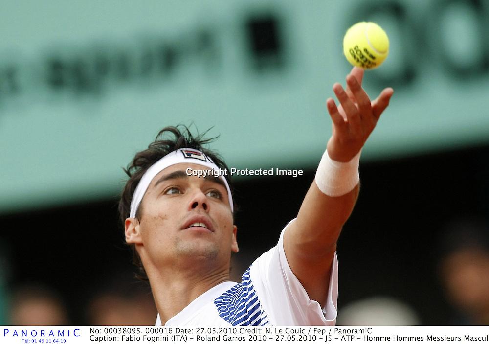 Fabio Fognini (ITA) - Roland Garros 2010 - 27.05.2010 - J5 - ATP - Homme Hommes Messieurs Masculin - Tennis - Internationaux de France- RG2010 RG 2010 - largeur service action *** Local Caption *** 00038095