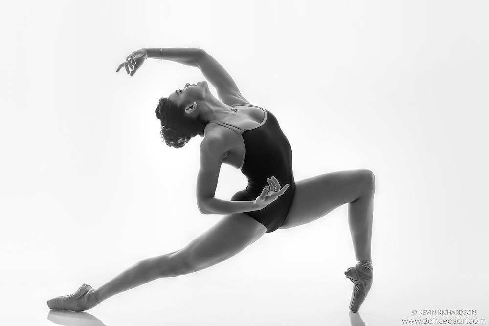 Black and white dance photography en pointe featuring ballerina zui gomez