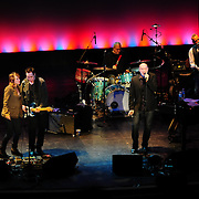 Marc Cohn Performs at The Music Hall, Portsmouth, NH with guest vocalist Amy Correia (L), Shane Fontayne, Drummer (?), and Jon Ossman, Bass