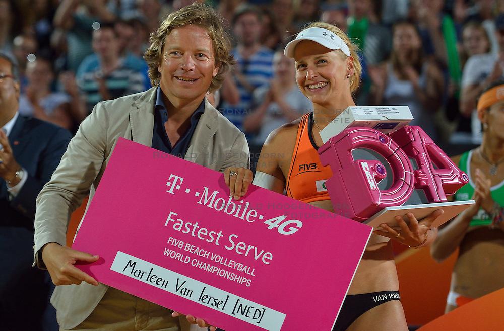 20150704 NED: WK Beachvolleybal day 9<br /> Marleen van Iersel hardste service