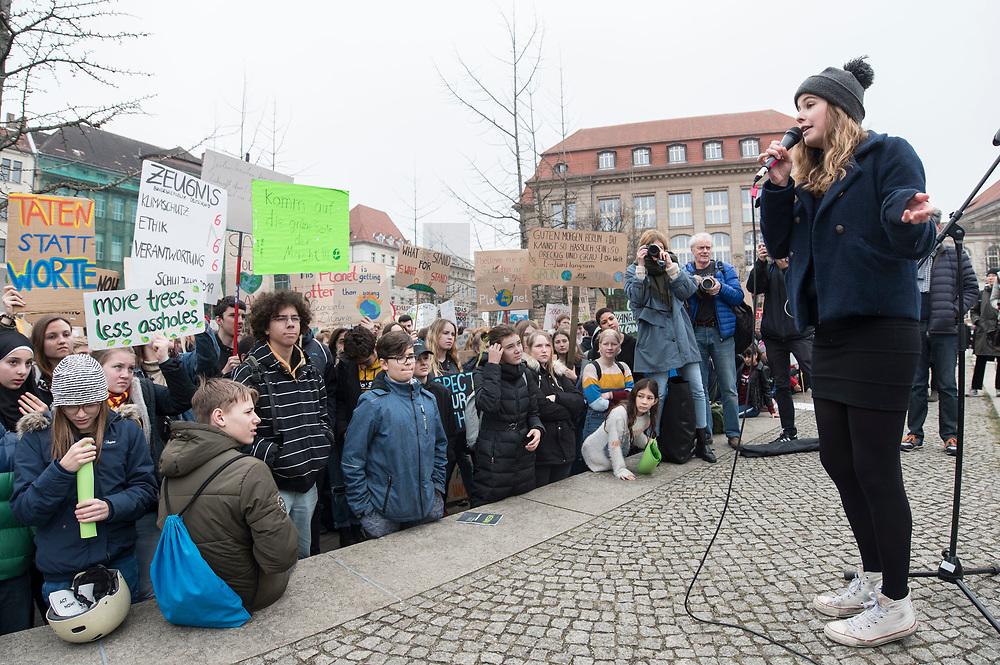 """22 MAR 2019, BERLIN/GERMANY:<br /> Luisa Neubauer, Aktivistin, Geografiestudentin und Mitbegruenderin der Schuelerproteste, spricht auf einer Demo """"Fridays for Future"""" fuer mehr Klimaschutz, Invalidenpark<br /> IMAGE: 20190322-01-015<br /> KEYWORDS: Demonstration, Protest, portester, Youth, Clima, climate change, Demonstranten, Klimarettung, Demo, Schulstreik, Streik, Schüler, Klimawandel."""