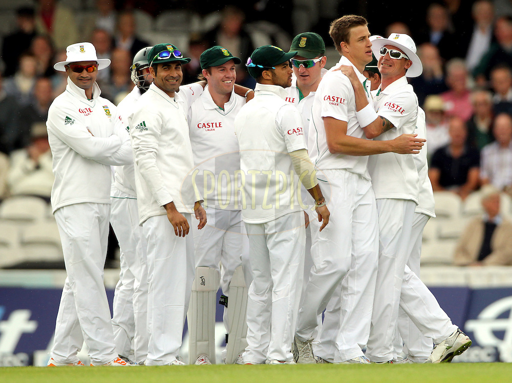 © Andrew Fosker / Seconds Left Images 2012 -South Africa's Morne Morkel  celebrates (2nd left)  Andrew Strauss 's  early wicket  with South Africa's Dale Steyn (hat)   England v South Africa - 1st Investec Test Match -  Day 1 - The Oval  - London - 19/07/2012