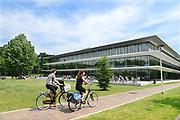 Nederland, Nijmegen, 15-6-2017 Het Grotiusgebouw van de rechtenfaculteit, faculteit der Rechtsgeleerdheid, van de Radboud Universiteit Nijmegen op de campus Heijendaal. Onderwijsruimte en studieruimte, bibliotheek, en een collegezaal die de grootste collegezaal van de Radboud Universiteit isFOTO: FLIP FRANSSEN/