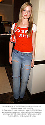 Model ALICIA ROUNTREE at a party in London on 22nd October 2002.<br />PEI 108