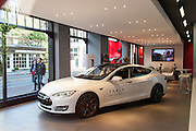 Tesla Shop in der Hooftstraat Luxus Einkaufsstraße, Amsterdam, Holland, Niederlande