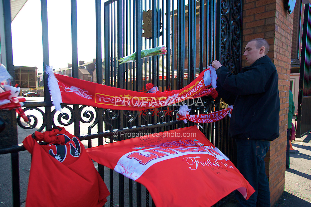 LIVERPOOL, ENGLAND - Tuesday, April 15,2008: Liverpool supporters tie scarves to the Shankly Gates at the remembrance service on the 19th anniversary of the Hillsborough Disaster. 96 Liverpool FC supporters lost their lives at the FA Cup Semi-Final match at the Hillsborough Stadium in Sheffield in 1989. (Pic by David Rawcliffe/Propaganda)