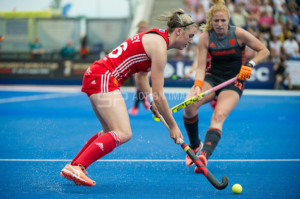 Lily Owsley. England v The Netherlands, Lee Valley Hockey and Tennis Centre, London, England on 11 June 2017. Photo: Simon Parker