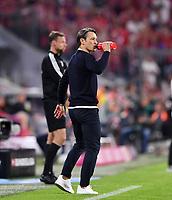 Fussball  1. Bundesliga  Saison 2019/2020  1. Spieltag  FC Bayern Muenchen - Hertha BSC Berlin       16.08.2019 Trainer Niko Kovac (FC Bayern Muenchen) trinkt