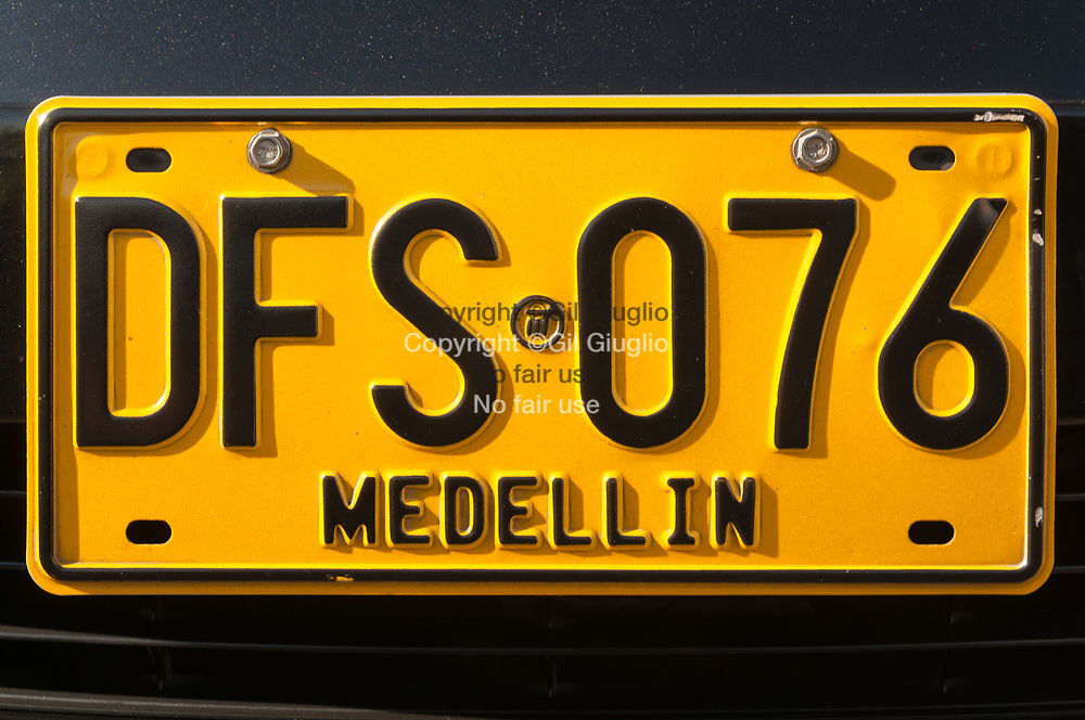 Colombie, région Antioquia, ville Medellin, plaque d'immatriculation véhicule local // Colombia, Antioquia region, Medellin city,  registration plate of local vehicle