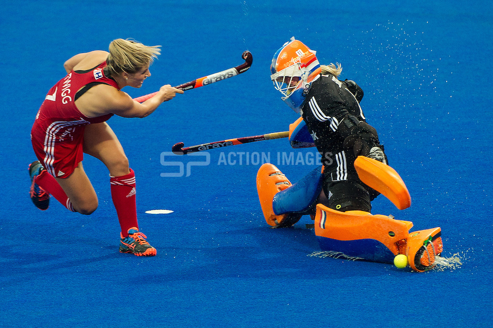 England's Georgie Twigg sees her shot saved by Joyce Sombroek of The Netherlands. England v The Netherlands - Final Unibet EuroHockey Championships, Lee Valley Hockey & Tennis Centre, London, UK on 30 August 2015. Photo: Simon Parker