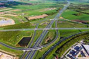 Nederland, Utrecht, Gemeente Vianen, 09-05-2013; Knooppunt Everdingen, aansluiting A27 (vlnr) en A2 (gezien naar het zuiden). Gedeeltelijk turbineknooppunt. <br /> Everdingen junction between motorway A2 en A27.<br /> luchtfoto (toeslag op standard tarieven)<br /> aerial photo (additional fee required)<br /> copyright foto/photo Siebe Swart