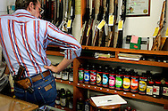 US-JAMESTOWN: A gunstore in Jamestown. PHOTO: GERRIT DE HEUS
