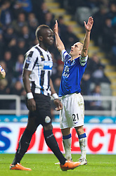 25.03.2014, St. James Park, Newcastle, ENG, Premier League, Newcastle United vs FC Everton, 28. Runde, im Bild Everton's Leon Osman celebrates scoring the third goal against Newcastle United // during the English Premier League 28th round match between Newcastle United and Everton FC at the St. James Park in Newcastle, Great Britain on 2014/03/25. EXPA Pictures © 2014, PhotoCredit: EXPA/ Propagandaphoto/ David Rawcliffe<br /> <br /> *****ATTENTION - OUT of ENG, GBR*****