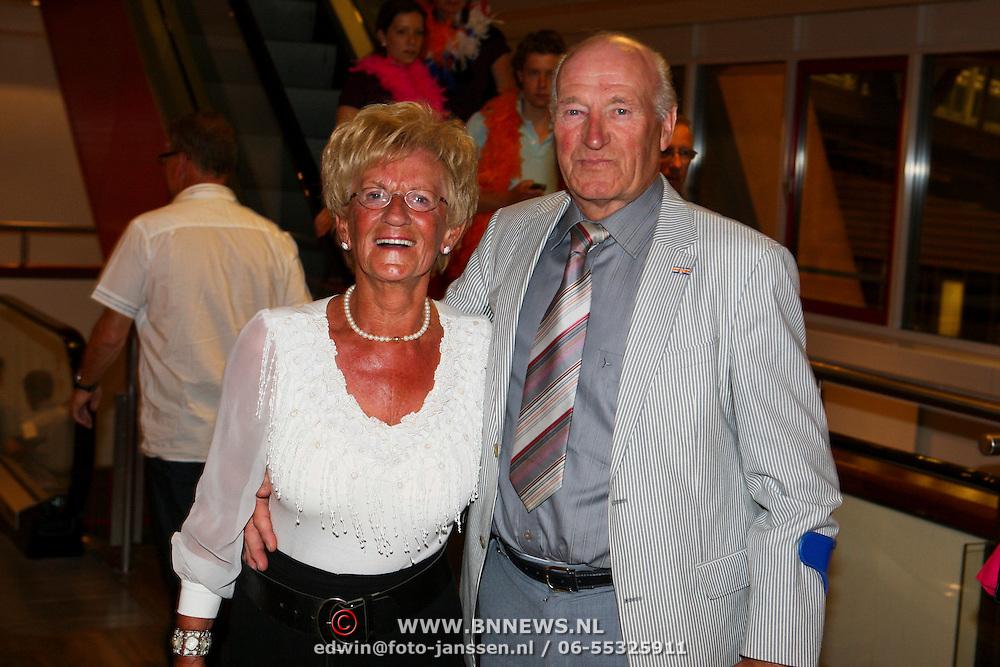 NLD/Amsterdam/20080524 - Toppers in Concert 2008, moeder Gerard Joling en partner