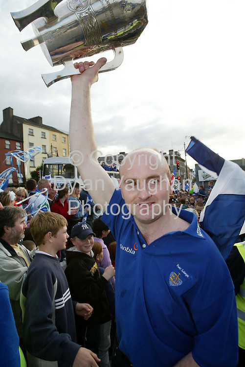 1/7/2002 Sunday Independent.Fergal Hartley (left) Captain  lifts the cup on the Quays of Waterford at last nights homecoming..Picture Dylan Vaughan