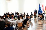 Zijne Majesteit Koning Willem-Alexander en Hare Majesteit Koningin Máxima brengen een werkbezoek aan de Duitse deelstaten Rijnland-Palts en Saarland.<br /> <br /> His Majesty King Willem-Alexander and Her Majesty Queen Máxima paid a working visit to the German federal states of Rhineland-Palatinate and Saarland.<br /> <br /> op de foto / On the Photo:   Koning Willem-Alexander en koningin Maxima worden ontvangen bij de Staatskanselarij van Rijnland-Palts door minister-president Malu Dreyer en haar partner. Themalunch: 200 jaar F.W. Raiffeisen, coöperatieve gedachte (Mainz) in de Festsaal van de Staatskanselarij<br /> <br /> King Willem-Alexander and Queen Maxima are received at the State Chancellery of Rhineland-Palatinate by Prime Minister Malu Dreyer and her partner. Theme lunch: 200 years F.W. Raiffeisen, cooperative idea (Mainz) in the Festsaal of the State Chancellery
