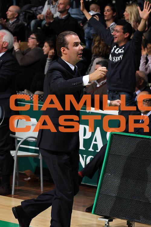 DESCRIZIONE : Siena Eurolega 2011-12 Montepaschi Siena GS Medical Park Gatalasaray<br /> GIOCATORE : Simone Pianigiani<br /> CATEGORIA : coach<br /> SQUADRA : Montepaschi Siena<br /> EVENTO : Eurolega 2011-2012<br /> GARA : Montepaschi Siena GS Medical Park Gatalasaray<br /> DATA : 02/11/2011<br /> SPORT : Pallacanestro <br /> AUTORE : Agenzia Ciamillo-Castoria/ElioCastoria<br /> Galleria : Eurolega 2011-2012<br /> Fotonotizia : Siena Eurolega 2011-12 Montepaschi Siena GS Medical Park Gatalasaray<br /> Predefinita :