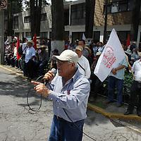 Toluca, México.- Integrantes del Movimiento Antorchista se manifestaron frente a Casa de Gobierno y otros puntos del Estado de México, de forma pacifica, expresando su rechazo a la administración del mandatario mexiquense, Eruviel Ávila.  Agencia MVT / Crisanta  Espinosa