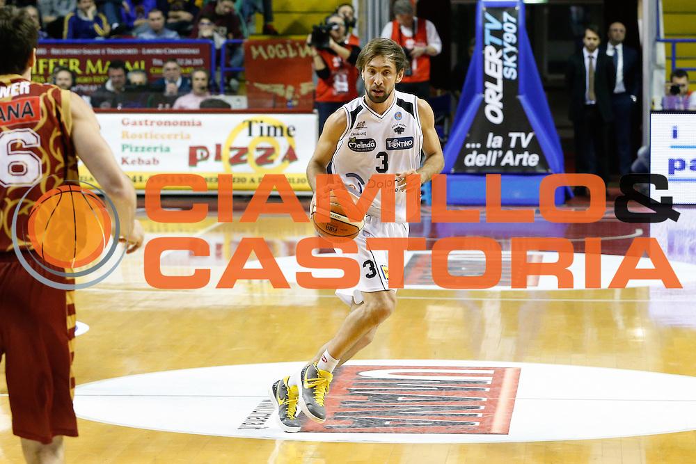 DESCRIZIONE : Venezia Lega A 2015-16 Umana Reyer Venezia Dolomiti Energia Trentino<br /> GIOCATORE : Giuseppe Poeta<br /> CATEGORIA : Palleggio<br /> SQUADRA : Umana Reyer Venezia Dolomiti Energia Trentino<br /> EVENTO : Campionato Lega A 2015-2016<br /> GARA : Umana Reyer Venezia Dolomiti Energia Trentino<br /> DATA : 28/12/2015<br /> SPORT : Pallacanestro <br /> AUTORE : Agenzia Ciamillo-Castoria/G. Contessa<br /> Galleria : Lega Basket A 2015-2016 <br /> Fotonotizia : Venezia Lega A 2015-16 Umana Reyer Venezia Dolomiti Energia Trentino
