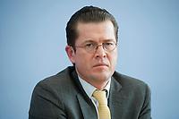 12 APR 2010, BERLIN/GERMANY:<br /> Karl-Theodor zu Guttenberg, CDU, Bundesverteidigungsminister, waehrend einer Pressekonferenz zur Vorstellung der Strukturkommission der Bundeswehr, Bundespressekonferenz<br /> IMAGE: 20100412-01-039