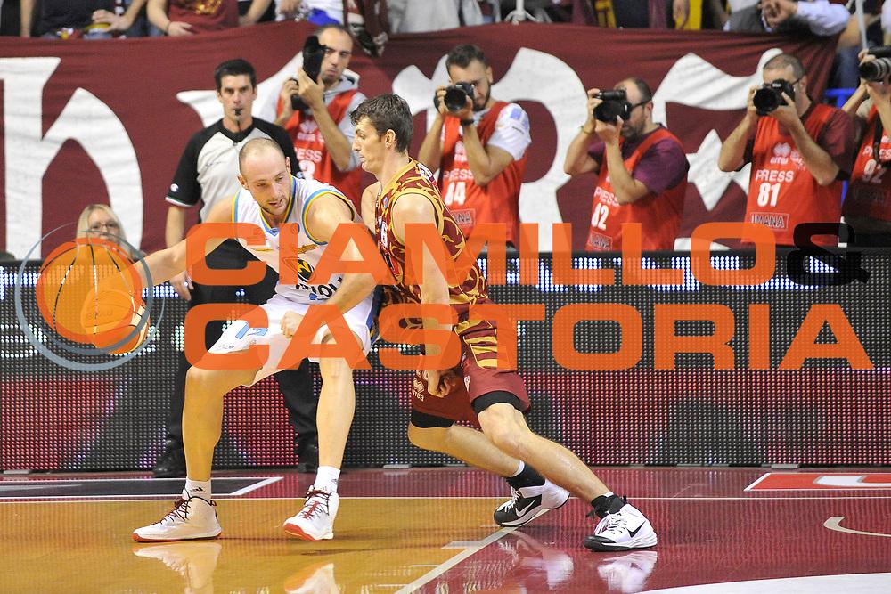 DESCRIZIONE : Venezia Lega A 2015-16 Umana Reyer Venezia - Vanoli Cremona<br /> GIOCATORE : Marco Cusin<br /> CATEGORIA : Palleggio<br /> SQUADRA : Umana Reyer Venezia - Vanoli Cremona<br /> EVENTO : Campionato Lega A 2015-2016 <br /> GARA : Umana Reyer Venezia - Vanoli Cremona<br /> DATA : 25/10/2015<br /> SPORT : Pallacanestro <br /> AUTORE : Agenzia Ciamillo-Castoria/M.Gregolin<br /> Galleria : Lega Basket A 2015-2016  <br /> Fotonotizia :  Venezia Lega A 2015-16 Umana Reyer Venezia - Vanoli Cremona