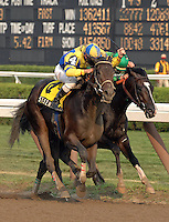 Street Sense battles it out with Grasshopper at the Travers Stakes.