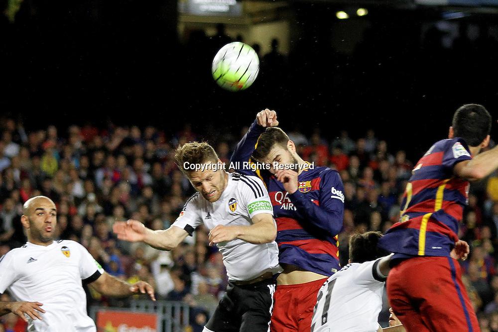 17.04.2016. Nou Camp, Barcelona, Spain. La Liga. Barcelona versus Valencia. Pique wins th eheader in his own box
