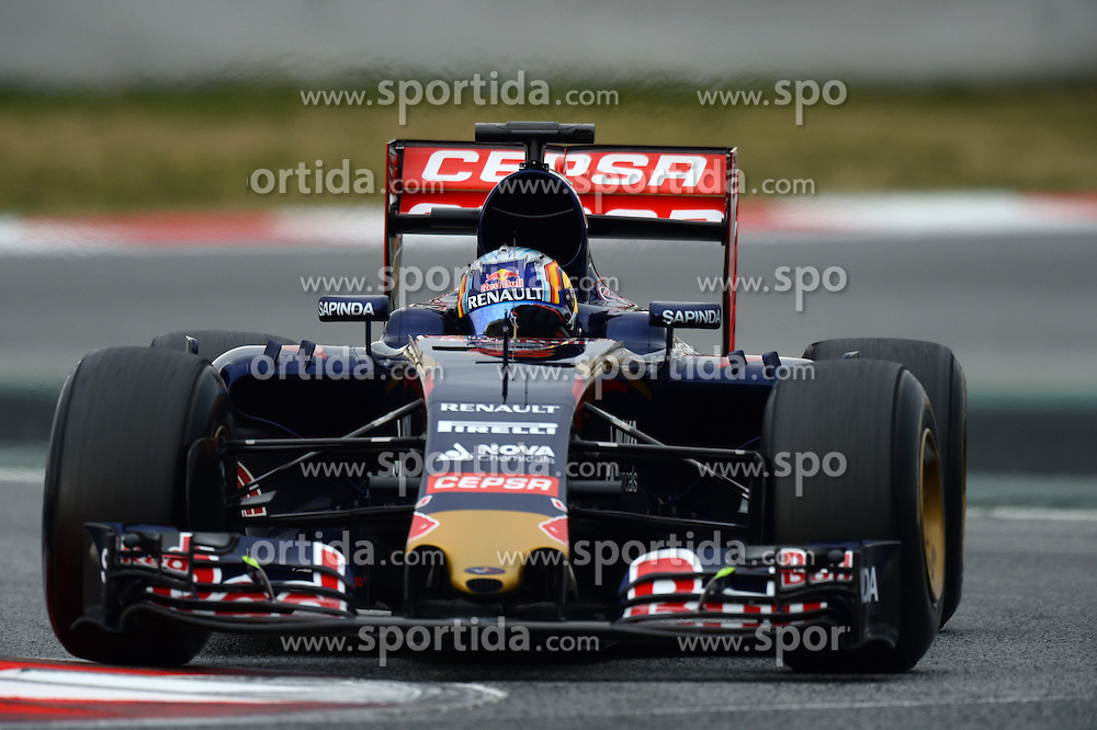 26.02.2015, Circuit de Catalunya, Barcelona, ESP, FIA, Formel 1, Testfahrten, Barcelona, Tag 1, im Bild Carlos Sainz jr (ESP) Scuderia Toro Rosso STR10 // during the Formula One Testdrives, day one at the Circuit de Catalunya in Barcelona, Spain on 2015/02/26. EXPA Pictures &copy; 2015, PhotoCredit: EXPA/ Sutton Images/ Patrik Lundin Images<br /> <br /> *****ATTENTION - for AUT, SLO, CRO, SRB, BIH, MAZ only*****