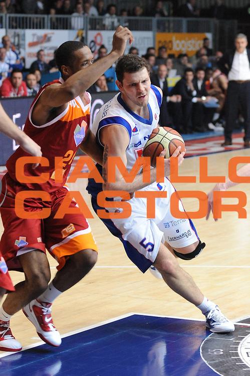 DESCRIZIONE : Cantu Lega A 2011-12 Bennet Cantu Acea Virtus Roma<br /> GIOCATORE : Vladimir Micov<br /> CATEGORIA : penetrazione<br /> SQUADRA : Bennet Cantu <br /> EVENTO : Campionato Lega A 2011-2012<br /> GARA : Bennet Cantu Acea Virtus Roma<br /> DATA : 17/03/2012<br /> SPORT : Pallacanestro <br /> AUTORE : Agenzia Ciamillo-Castoria/M.Marchi<br /> Galleria : Lega Basket A 2011-2012 <br /> Fotonotizia : Cantu Lega A 2011-12 Bennet Cantu Acea Virtus Roma<br /> Predefinita :