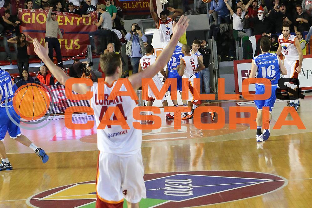 DESCRIZIONE : Roma Lega A 2012-13 Acea Roma Banco di Sardegna Sassari<br /> GIOCATORE : Peter Lorant<br /> CATEGORIA : mani esultanza sequenza<br /> SQUADRA : Acea Roma<br /> EVENTO : Campionato Lega A 2012-2013 <br /> GARA : Acea Roma Banco di Sardegna Sassari<br /> DATA : 23/12/2012<br /> SPORT : Pallacanestro <br /> AUTORE : Agenzia Ciamillo-Castoria/M.Simoni<br /> Galleria : Lega Basket A 2012-2013  <br /> Fotonotizia :  Roma Lega A 2012-13 Acea Roma Banco di Sardegna Sassari<br /> Predefinita :