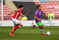 Bobby Reid of Bristol City takes on Ezekiel Fryers of Barnsley - Mandatory by-line: Robbie Stephenson/JMP - 30/03/2018 - FOOTBALL - Oakwell Stadium - Barnsley, England - Barnsley v Bristol City - Sky Bet Championship